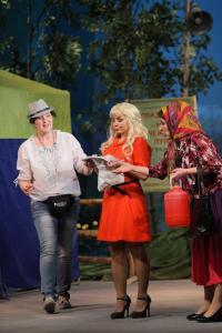 Валя (Елена Чувьюрова), Роза (Анна Попова) и Опонасся (Зоя Осипова)
